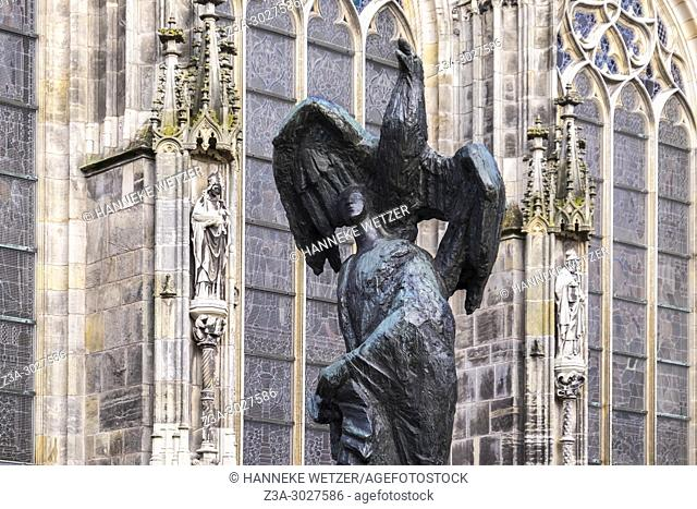 Statue next to the Cathedral Basilica of St. John the Evangelist, 's-Hertogenbosch, the Netherlands, Europe