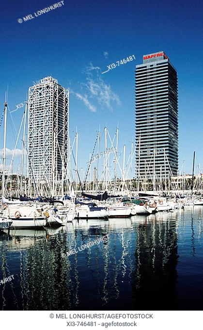 Yachts in marina, Hotel Arts and Torre Mapfre, Port Olimpic, Barcelona, Spain