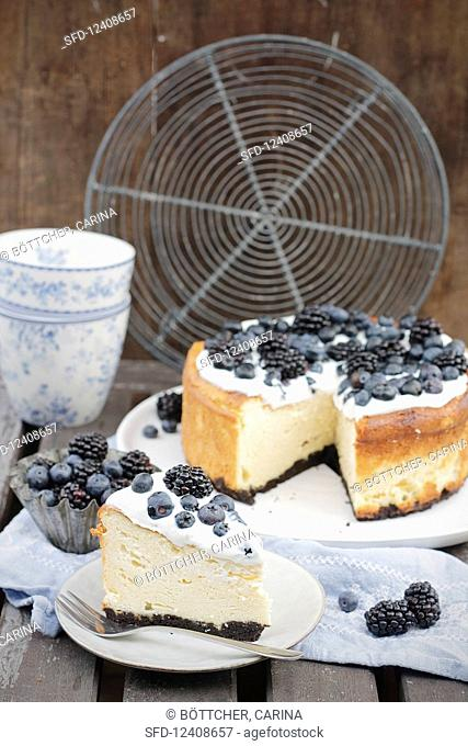 Blueberry and blackberry cheesecake, sliced