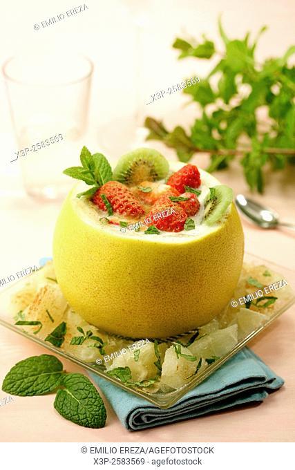 Stuffed Chinese grapefruit with yogurt and fruit