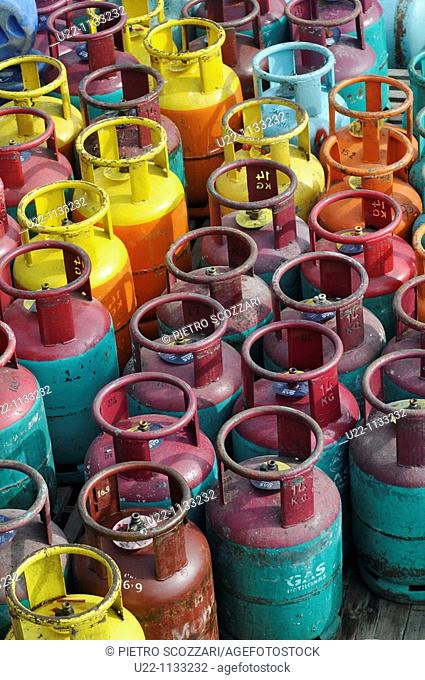 Tioman (Malaysia): gas cylinders at Salang Beach