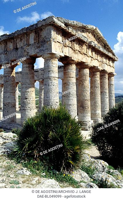Temple of the ancient city of Segesta, Doric order, Sicily, Italy. Greek civilisation, Magna Graecia, 5th century BC