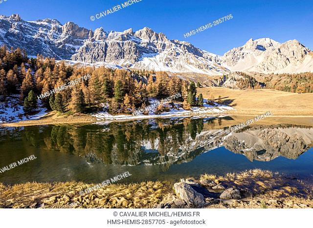 France, Hautes Alpes, regional natural reserve of Queyras, Ceillac, lake des pres Soubeyrand or lake Mirror (2214m), Crete of Veyres (3000m)