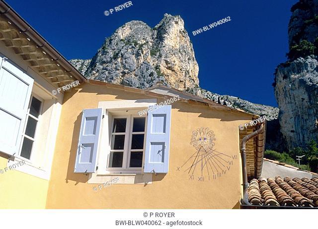 sun dial at facade, France, Alpes de Haute Provence, St. Marie