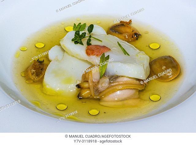 Plato de Láminas de bacalao, almejas y sopa de lapas (cod sheets, clams and limpet soup). Restaurante Mesón Arropain, Lekeitio, Biscay, Basque Country, Spain