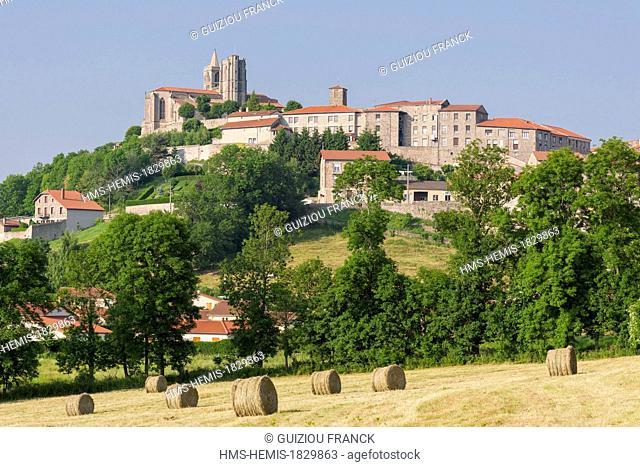 France, Loire, Forez region, Saint Bonnet le Chateau, the 17th century Forez Gothic style Collegiate church in the heart of historic quarter
