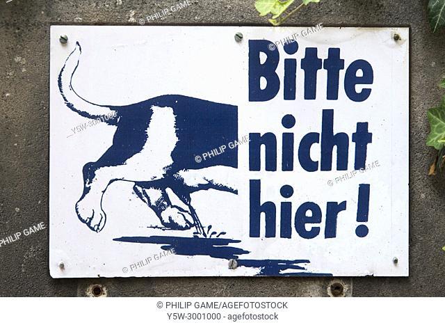 Graphic municipal warning to dog owners in Vienna / Wien, Austria