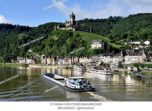Cargo ship on the Moselle, view of Cochem with the Reichsburg, Cochem on the Mosellele, Rhineland-Palatinate, Germany