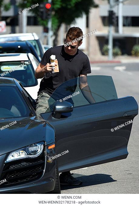 Hayden Christensen grabs an ice cream on a very hot day in Los Angeles Featuring: Hayden Christensen Where: Los Angeles, California