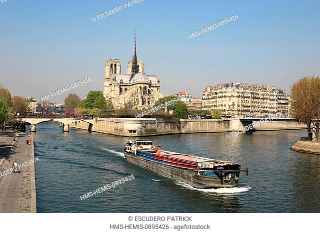 France, Paris, area listed as World Heritage by UNESCO, barge on the Seine river and panorama on the pont de l'Archeveche