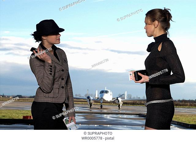 Women airport Supraphoto