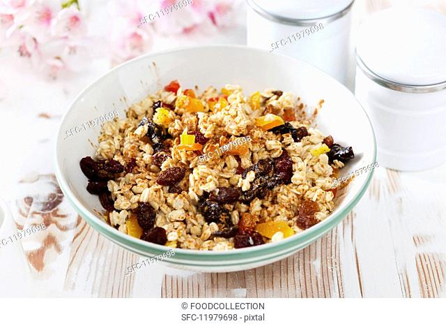 Muesli with grains and dried fruit