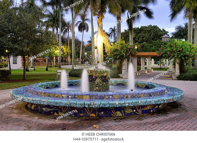 USA, Florida, Palm Beach County, Del Rey Beach, fountain at Atlantic Avenue