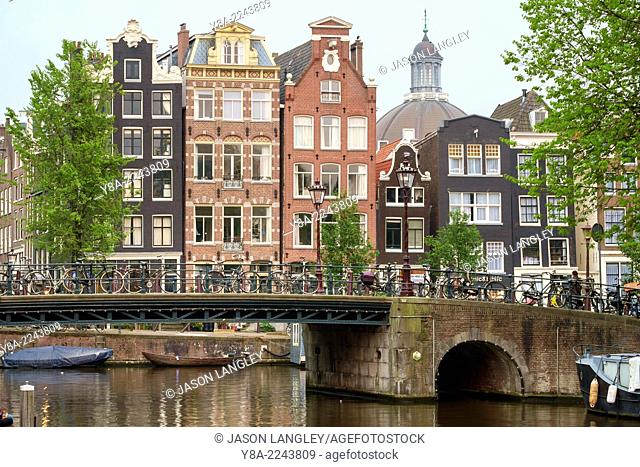 Houses on the Herengracht at the intersection with the Brouwersgracht, Amsterdam, North Holland, Netherlands