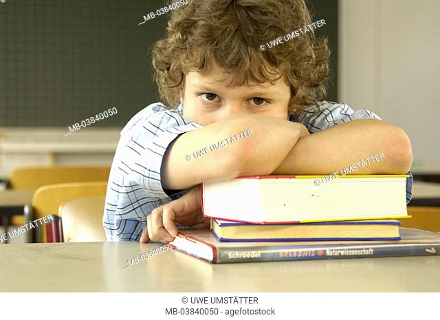 Classrooms, students, Schulbank, School books, resting, seriously, portrait,   Series, 10-12 years, boy, boredom, disinterest, unmotivatedly, detention