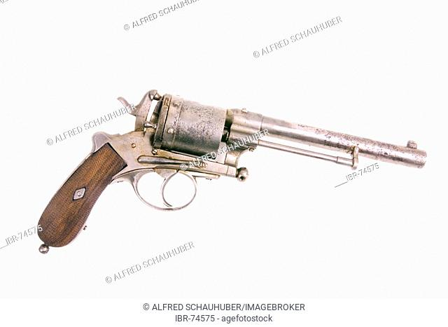 Gun from that 1900 cetury in a hand