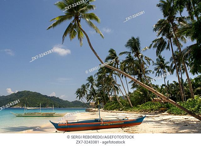 Boats docked in the white sand of Pangulasian Island. Philippines, Southeast Asia, Asia