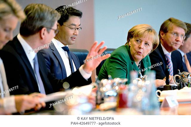 German Chancellor Angela Merkel (C) talks with German Labour and Social Affairs Minister Ursual von der Leyen (L-R), Foreign Minister Guido Westerwelle