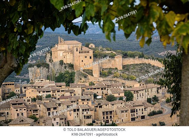 Spain, Aragon, Huesca Province, Somontano de Barbastro region, Municipality of Alquezar, Castle and Collegiate of Santa Maria la Mayor