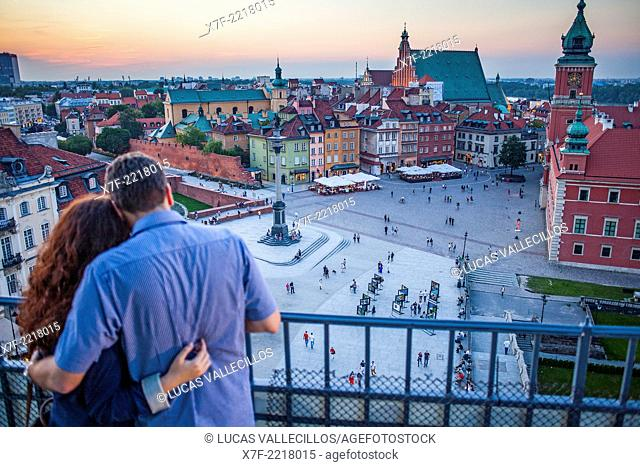 Couple, Plac Zamkowy square, The Royal Castle and Zygmunt column, View from Widokowy platform, Warsaw, Poland