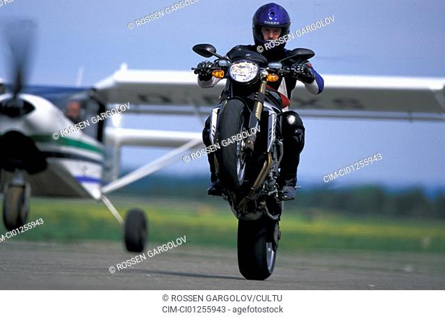 Street motor cycle, Naked Bike, MV Agusta F4 Brutale S, red, model year 2003, driving, straight ahead, High starter, Wheely, from the front