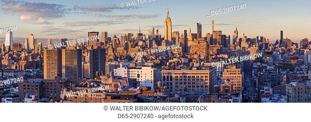 USA, New York, New York City, Lower Manhattan, Mid-town Manhattan skyline, elevated view, sunset