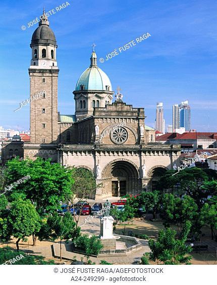 Plaza de Roma and cathedral. Intramuros. Manila. Philippines (2002)