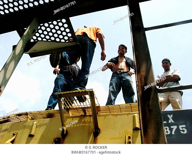 Illegal immigrants from Central America jump up on the deathtrain through Mexico to the USA, Mexico