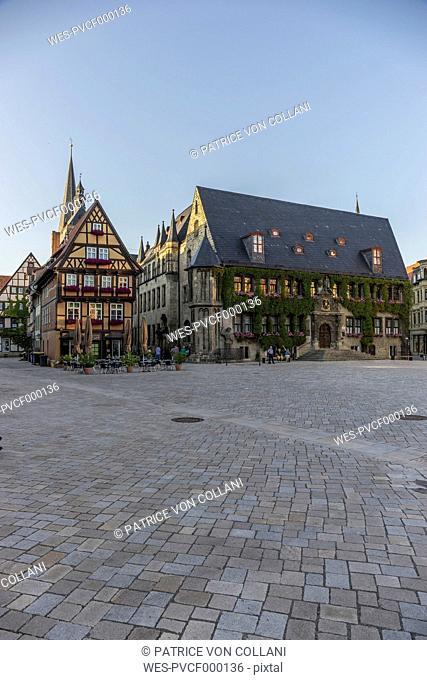 Germany, Saxony-Anhalt, Quedlinburg, Townhall and market square