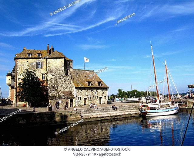 Vieux Bassin (Old Port) with lieutenancy building (la Lieutenance), Honfleur. Calvados, Basse-Normandie, France.