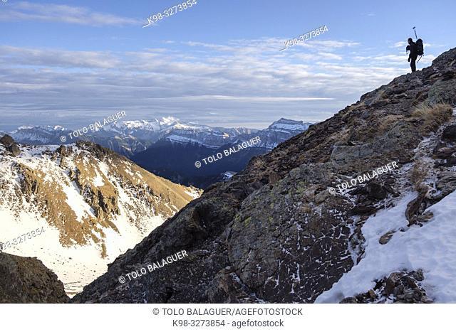 ascenso al pico Robiñera, Huesca, Aragón, cordillera de los Pirineos, Spain