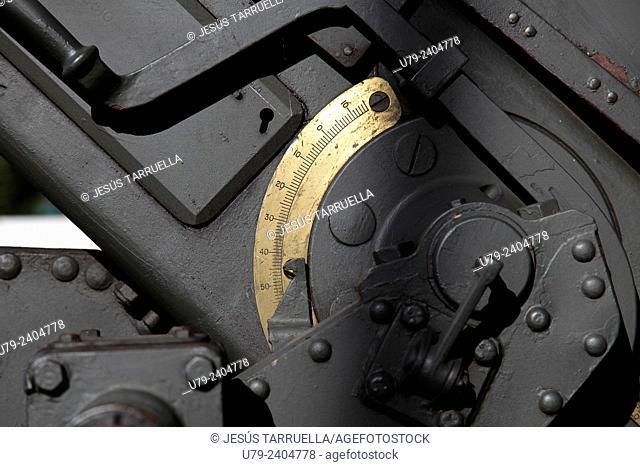 Detail mechanisms of an artillery piece