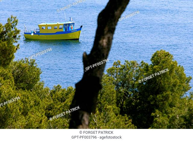 FISHING BOAT OFF THE COAST OF CARRY-LE-ROUET, MARINE PARK ON THE COTE BLEUE, FRANCE