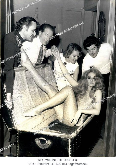 May 09, 1968 - With Model in Athens (Credit Image: © Keystone Press Agency/Keystone USA via ZUMAPRESS.com)