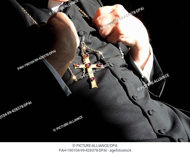 03 January 2019, Vatican, Vatikanstadt: The German cardinal and theologian Walter Brandmüller holds his chain with a cross hanging from it