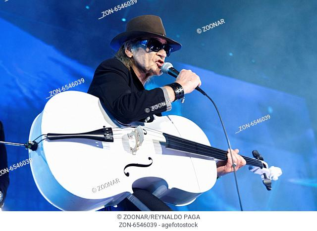 Udo Lindenberg on the stage at the evening programme at the Brandenburg Gate to mark the 25th anniversary of German reunification on November 9th