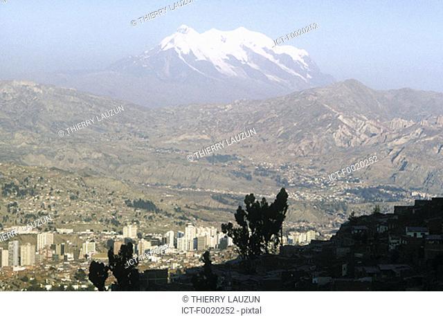 Bolivia, La Paz and mount Illimani