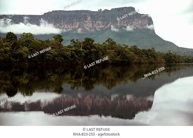 Auyantepui Auyantepuy Devil's Mountain from Carrao River, Canaima National Park, UNESCO World Heritage Site, Venezuela, South America