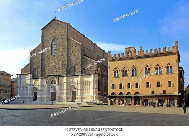 The unfinished facade of the Basilica of San Petronio and Palazzo dei Notai, Piazza Maggiore, Bologna, Emilia-Romagna, Italy, Europe