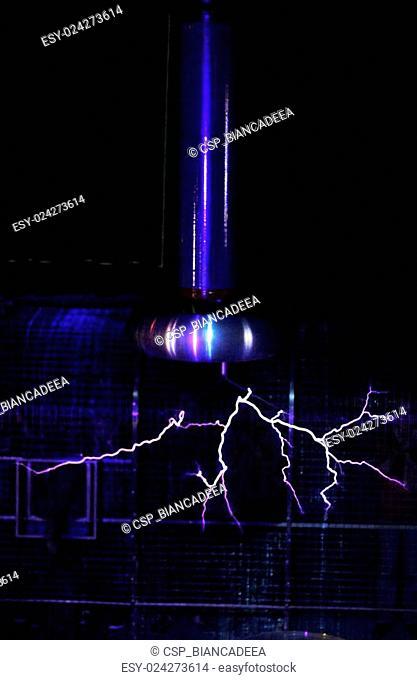 Plasma lamp electric