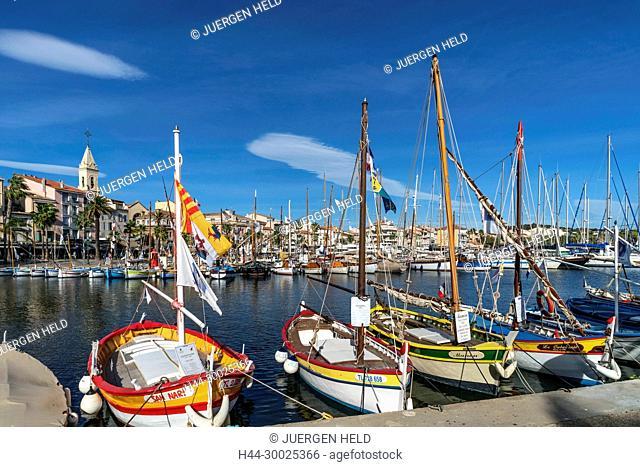 Frankreich, Cote d' Azur, Provence-Alpes-Côte d'Azur, Alpes-de-Haute-Provence, Sanary-sur-Mer, Six-Fours-les-Plages, Barquette Moored
