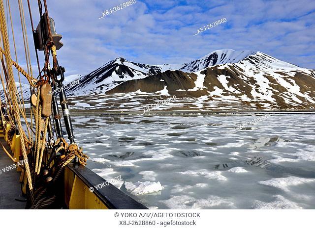 Norway, Svalbard islands, Spitsbergen island, sailing ship