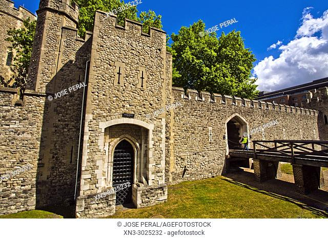 Tower of London, Her Majesty's Royal Palace and Fortress of the Tower of London, castle located on the north bank of the River Thames, London, England, UK