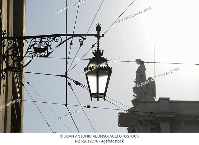 Streetlamp. In the background, the top of the Arco do Triunfo. Baixa, Lisbon, Portugal