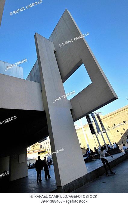 MACBA (Museum of Contemporary Art, 1987-95, designed by Richard Meier), Plaça dels Plaça dels Àngels. Barcelona. Catalonia, Spain