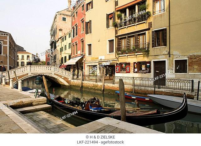 Houses and shops along a narrow canal, Fondamenta dei Frari, Venice, Italy, Europe