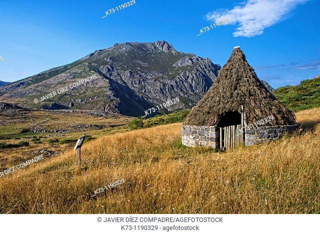 Sheperd's Hut. Isoba Lake. Picos de Europa Regional Park. Leon province. Castilla y Leon. Spain
