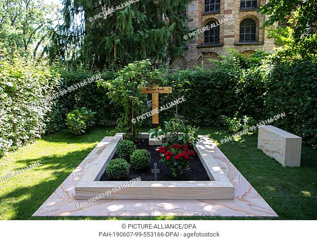 07 June 2019, Rhineland-Palatinate, Speyer: The newly designed grave of Helmut Kohl, former Chancellor of the Federal Republic of Germany