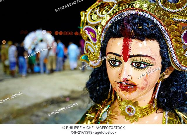 India, West Bengal, Kolkata, Calcutta, at the end of Durga Puja the idols are thrown out to the Hooghly river