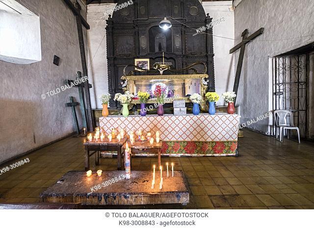 velas votivas, Iglesia de la Capilla del Calvario del Señor Sepultado, Santo Tomás Chichicastenango, República de Guatemala, América Central